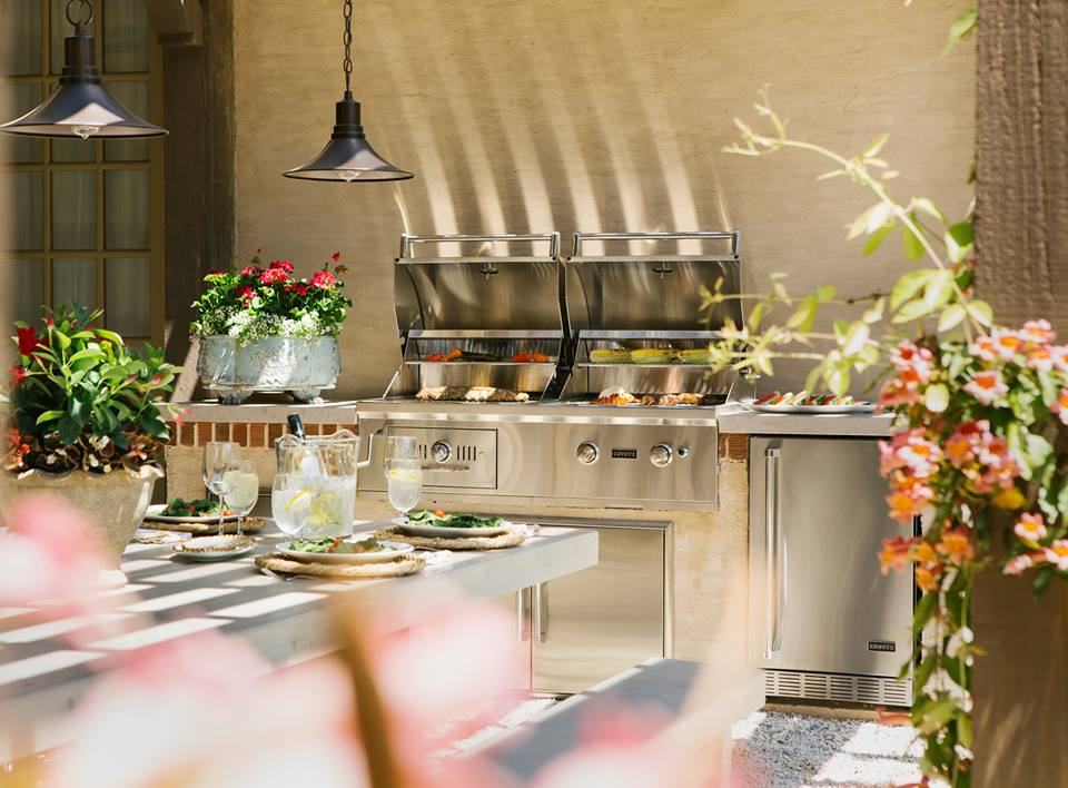 Outdoor living trends kbtribechat for Coyote hybrid grill