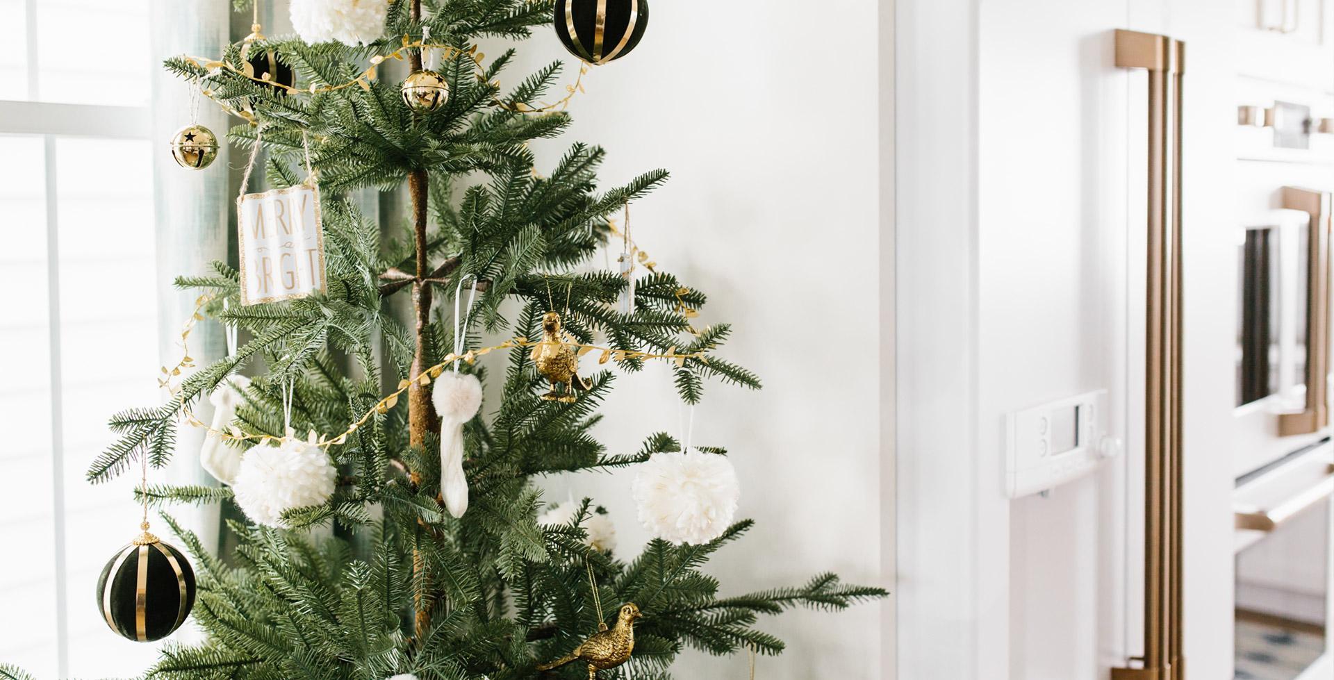 christmas-tree-by-refrigerator