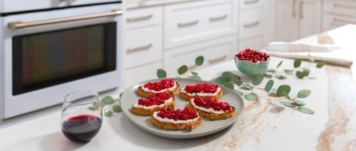 cranberry-crostini-on-island-with-garland
