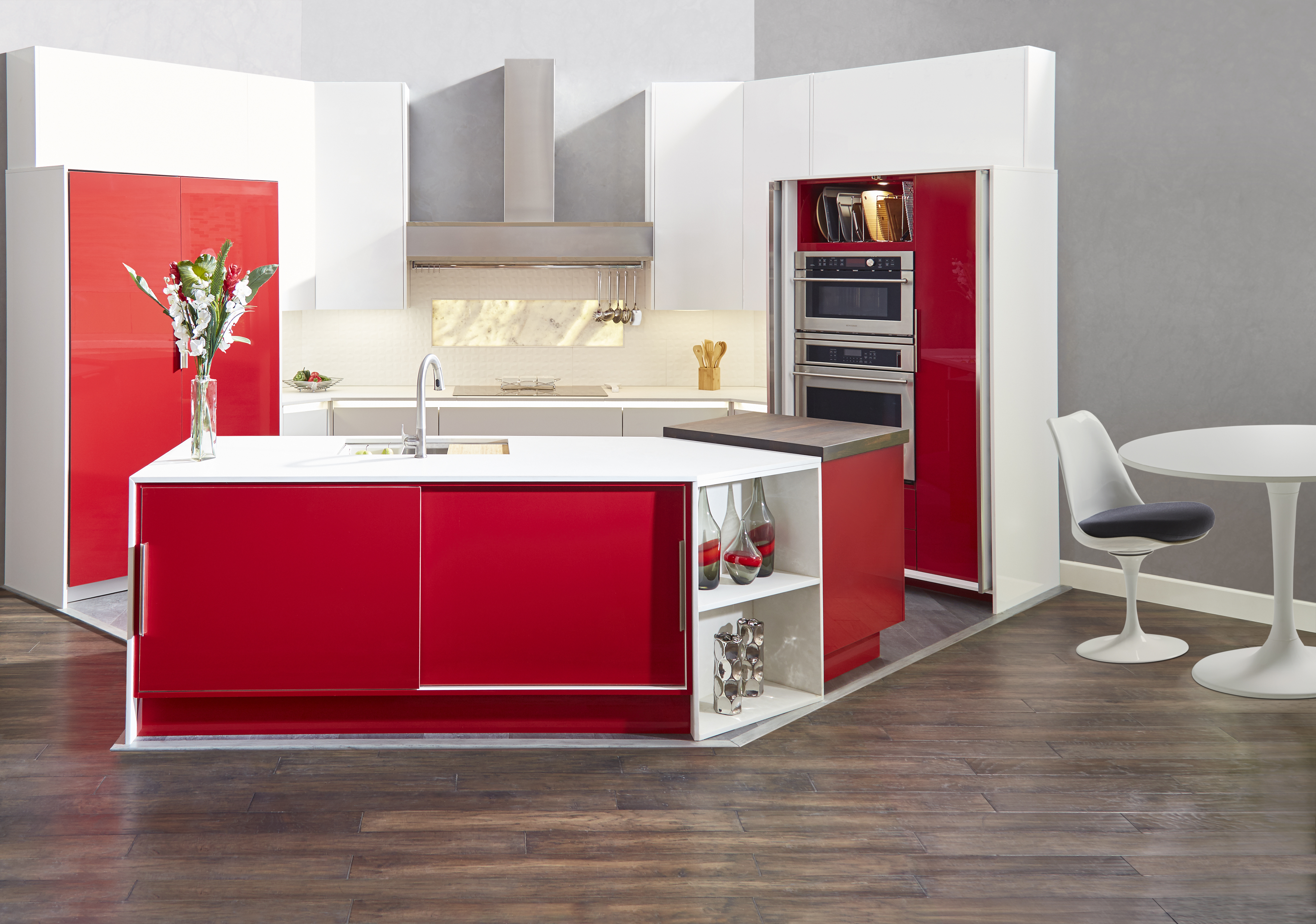Set 2_Red_And_White_Kitchen_Overall_Headon_W_O_Models_Doors_Closed